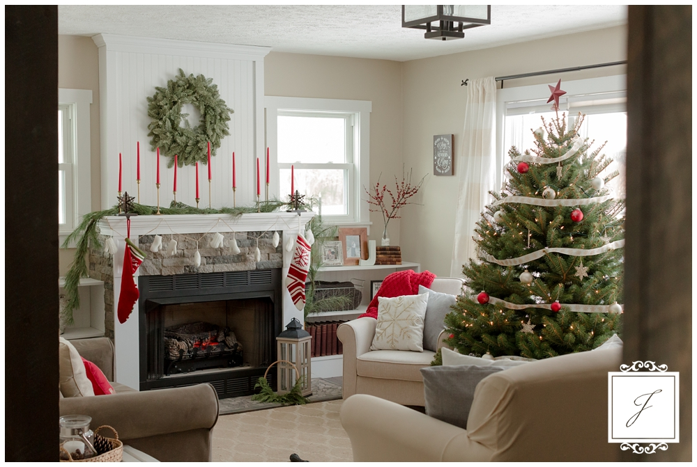 Cottage Christmas Decor Greensburg Wedding Planner Joy Filled Occasions_0014.jpg